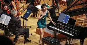 Review:LA Phil—YujaWang plays thehellout of thepiano.